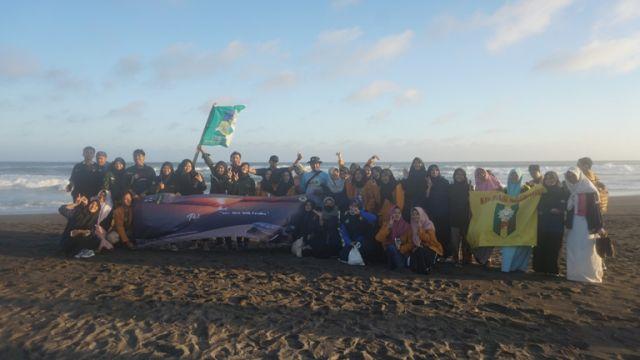IPM SMA Muhi lakukan Pelepasan Tukik di Pantai Pelangi Bantul